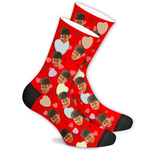 Романтические носки красные